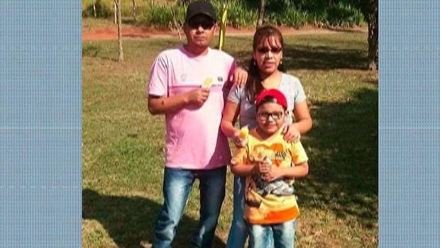 Policiais da Bolívia prendem homem acusado de matar família