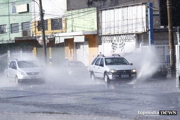 Sol não impede pancadas de chuvas, que refrescam tempo em Campo Grande