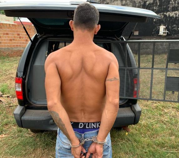 Ao ser flagrado com drogas enterradas, homem oferece R$ 5 mil para polícia