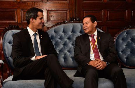 Guaidó deve chegar ao Brasil por volta da meia-noite