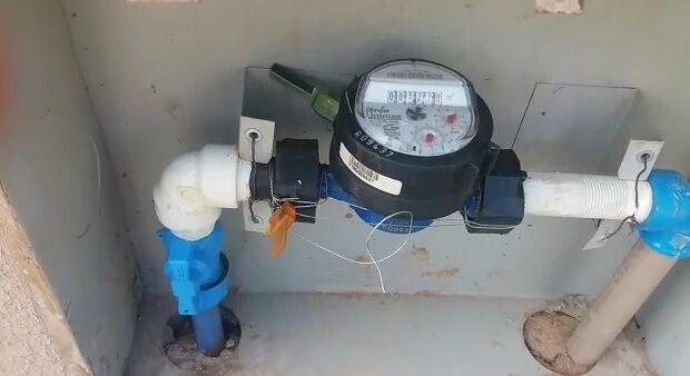 VÍDEO: moradora registra hidrômetro 'a todo vapor' mesmo com água cortada na Capital