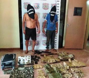 Polícia prende dois por triplo homicídio na fronteira e vasto arsenal de guerra