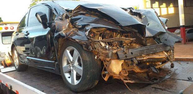 Carro bate em traseira de caminhão e deixa casal e adolescente feridos na MS-276