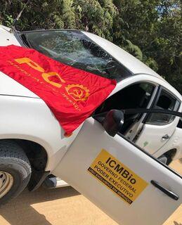 VÍDEO: caminhonete com ministro Ricardo Salles é atacada por militantes e sem terra na Bahia