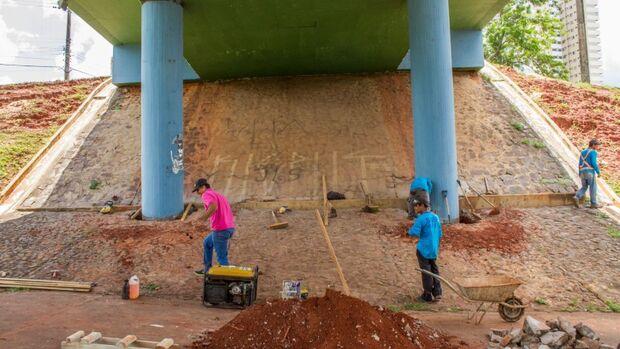 Prefeitura inicia reparos no viaduto da Avenida Afonso Pena com a Rua Ceará