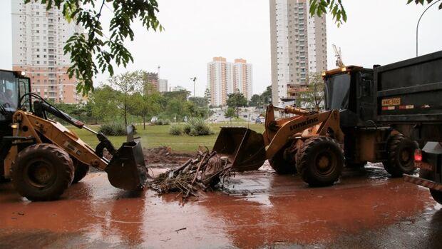 Equipes realizam trabalho emergencial em regiões mais atingidas pela chuva