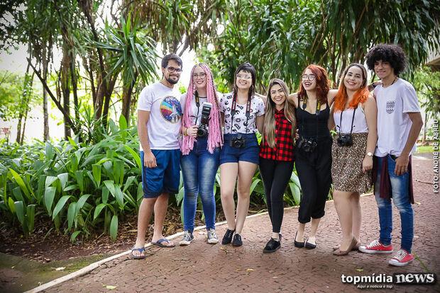 Grupo de amigos troca ensaios fotográficos por doações em prol de pessoas carentes