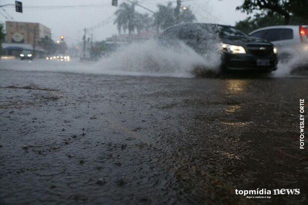 Manhã chuvosa já acumula 45 milímetros em Dourados