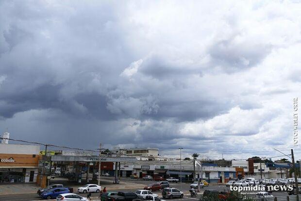 Quarta-feira começa com céu nublado na Capital e pode chover pela manhã