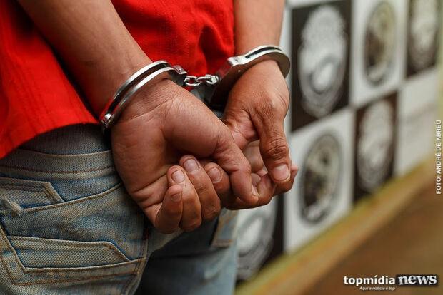 Durante abordagem homem dá nomes falsos, tenta fuga e acaba preso pela PM