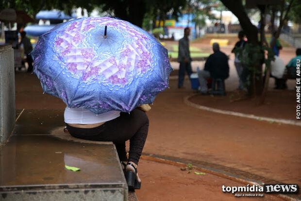 """Frente fria permanece e Capital pode ter mais um dia de """"dilúvio"""" nesta quarta-feira"""