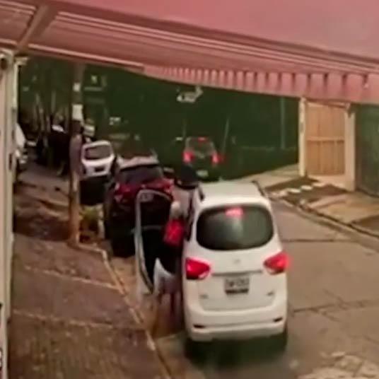 Polícia prende homem que arrastou idosa de 65 anos durante roubo de carro