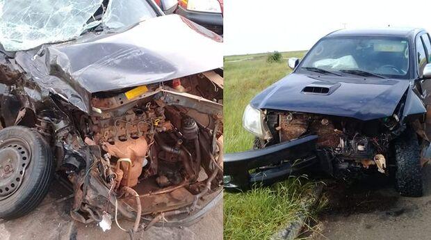Batida entre caminhonete e carro deixa dois feridos
