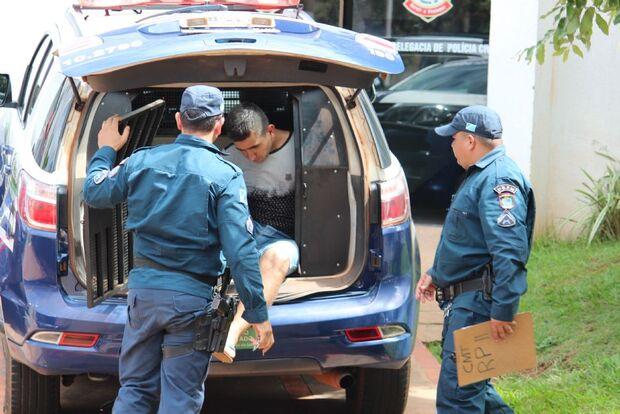 Após perseguição com acidente, criminoso que roubou picape de idoso é preso