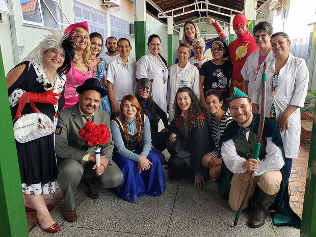 Bebês e familiares recebem visitas de super-heróis na Maternidade Cândido Mariano
