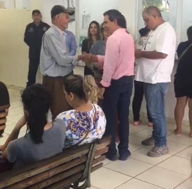 VÍDEO: Marquinhos Trad faz terceira visita surpresa à UPA e ouve queixas sobre demora