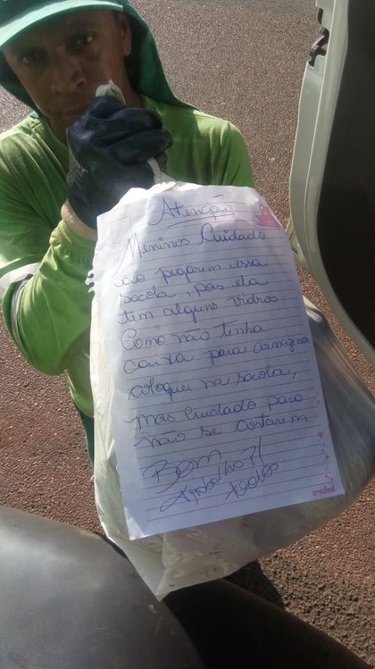 É verdade esse bilhete: moradora deixa mensagem gentil para garis e viraliza na internet