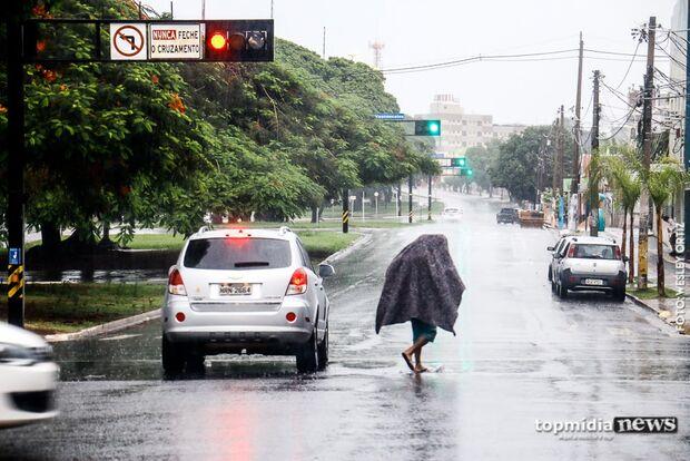 Prefeitura oferece abrigo, mas não pode retirar pedintes que ameaçam população nos semáforos