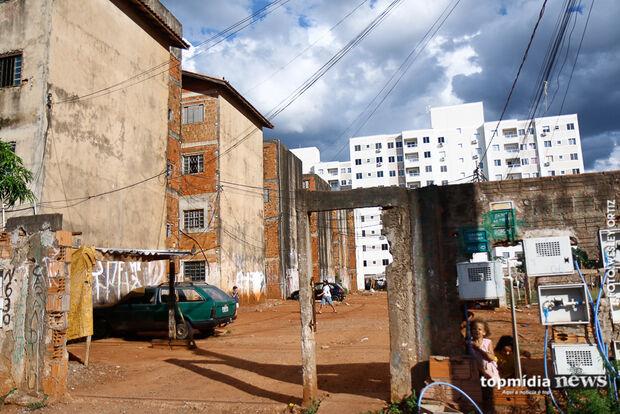 'Carandiru': sem lar próprio e faltando o essencial, famílias vivem dia após dia com medo do despejo