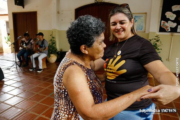 Grupo arrecada fraldas e realiza ação social no Asilo São João Bosco