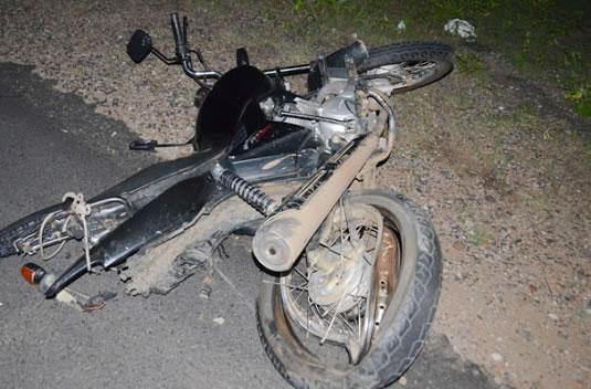 Mulher derruba ladrão de moto para não ter celular roubado