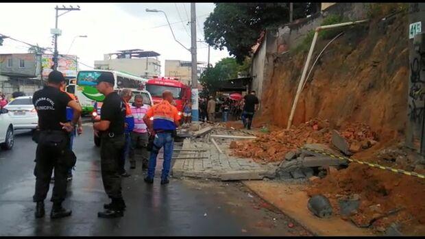 VÍDEO: câmera de segurança flagra momento da queda de muro que matou mulher