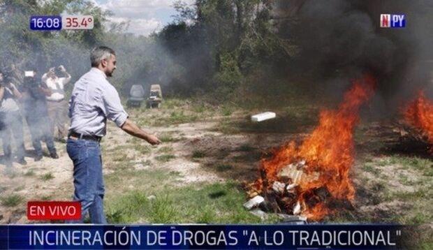 'Fiasco': forno não funciona e toneladas de cocaína são incineradas à moda antiga na fronteira