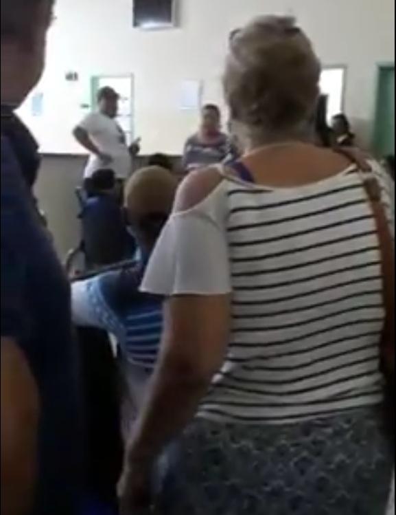 VÍDEO: UPA tem nove médicos, mas pane na luz atrasa consultas e revolta pacientes na Moreninha