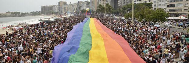 Delegacia no Rio treina policiais para atender público LGBTQ