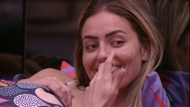 BBB: sem saber de investigação, Paula brinca: 'Globo será processada por meus bullyings'