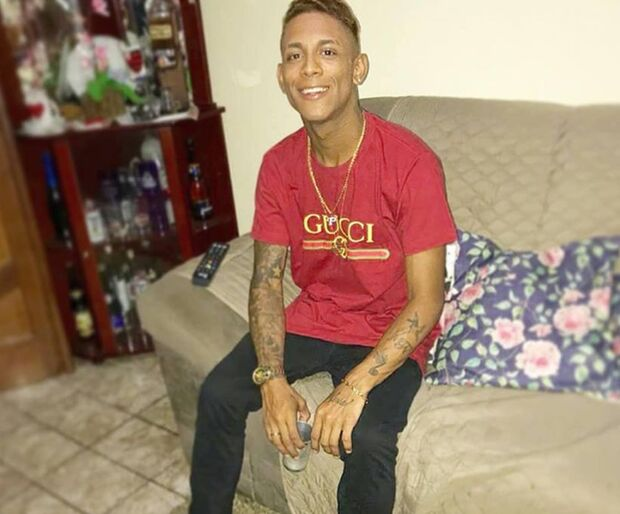 Rapaz sufocado em supermercado é enterrado no Rio