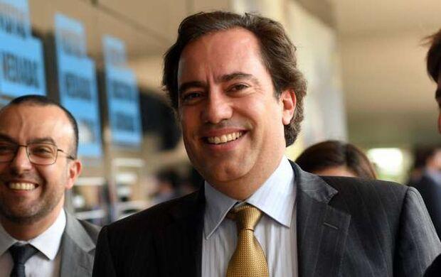 Presidente da Caixa nomeia personal trainer como consultor e salário é de R$ 30 mil