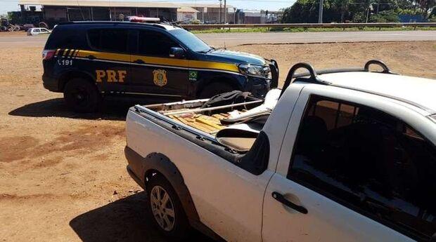 Tentou fugir: paraguaio abandona 600 kg de maconha, pula muro de residência, mas é preso pela PRF