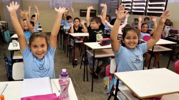 Volta às aulas da reme é marcada por entrega de kits escolares e uniformes