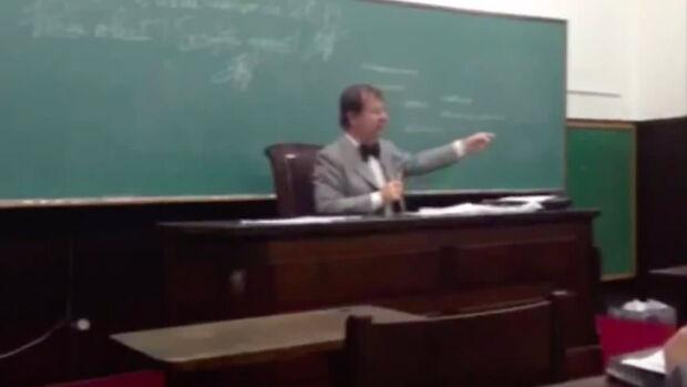 Professor da USP elogia ditadura e chama uniões homoafetivas de 'aberrações'