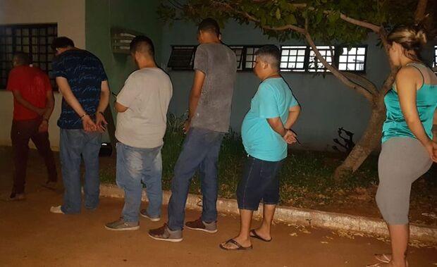 Força Tática prende quadrilha tentando passar golpe do 'cheque voador' em mercado