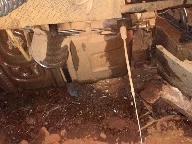 Motorista perde controle da direção, tomba caminhão e escapa ileso