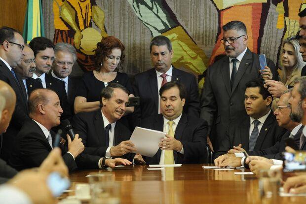 Líder do MDB diz que reforma será aprovada até 15 de julho