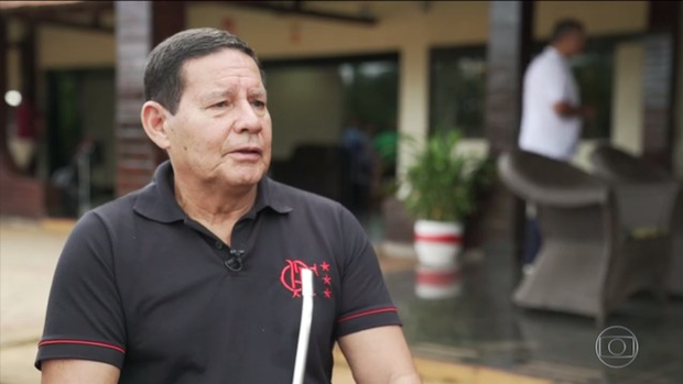 'Se o presidente quisesse Carlos no Palácio do Planalto, teria nomeado ele lá' dispara Mourão