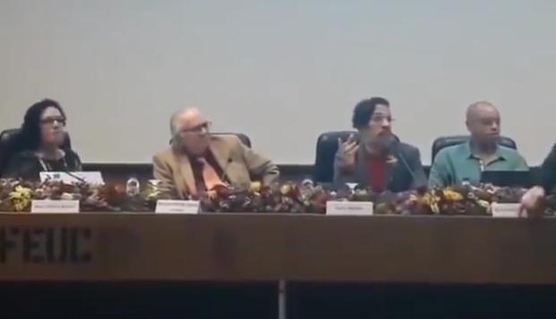 VÍDEO: autoexilado, Jean Wyllys quase leva ovada durante palestra em Portugal