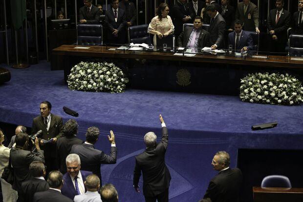 Senado retoma hoje sessão para escolher presidente da Casa