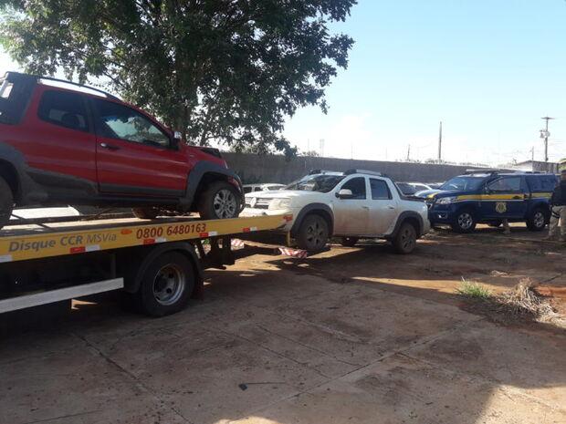 Dupla abandona dois carros roubados em MT após perseguição da PRF na BR-163