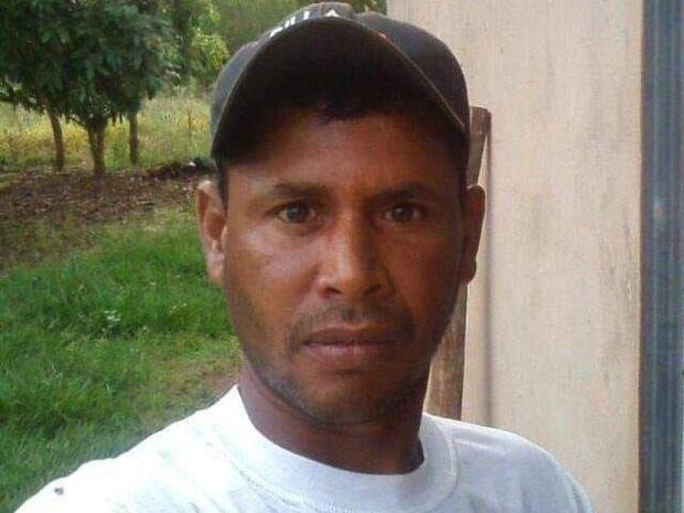 Polícia investiga se homem achado com cabeça rachada sofreu queda ou execução