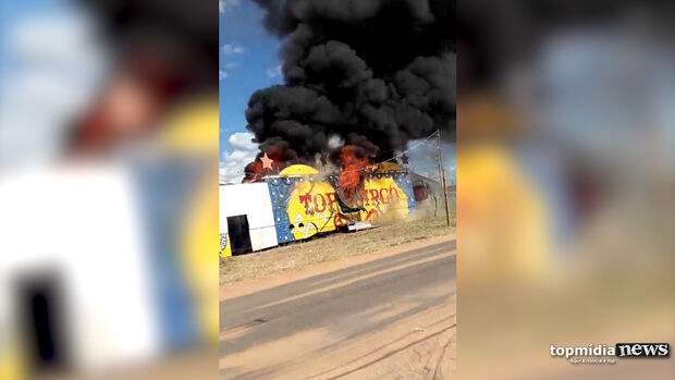 VÍDEO: circo pega fogo e estrutura fica danificada no bairro Los Angeles