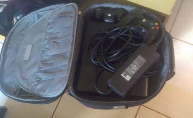 Polícia recupera eletrônicos furtados em residencial e trio 'se dá mal'