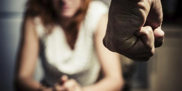 A cada hora, mais de 1,8 mil mulheres sofrem algum tipo de agressão no Brasil, diz deputado