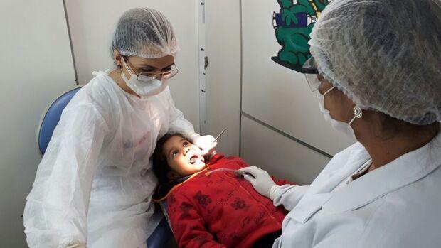 Prefeitura nomeia aprovados em concurso para auxiliar de saúde bucal e dentistas