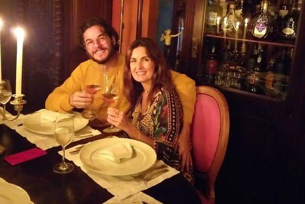 Fátima Bernardes e namorado curtem fim de semana em cidade turística