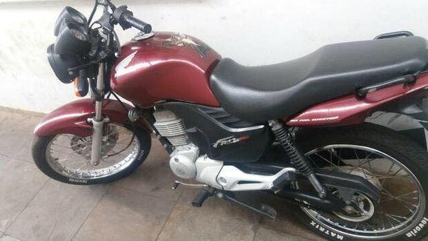 Jovem tem moto furtada em frente à Santa Casa enquanto espera pelo nascimento do filho