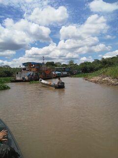 Força-tarefa resgata ribeirinhos presos em obstrução no rio Taquari